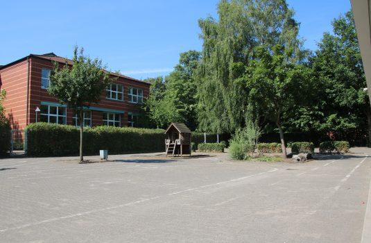 Schulhof Gebrüder-Grimm-Schule